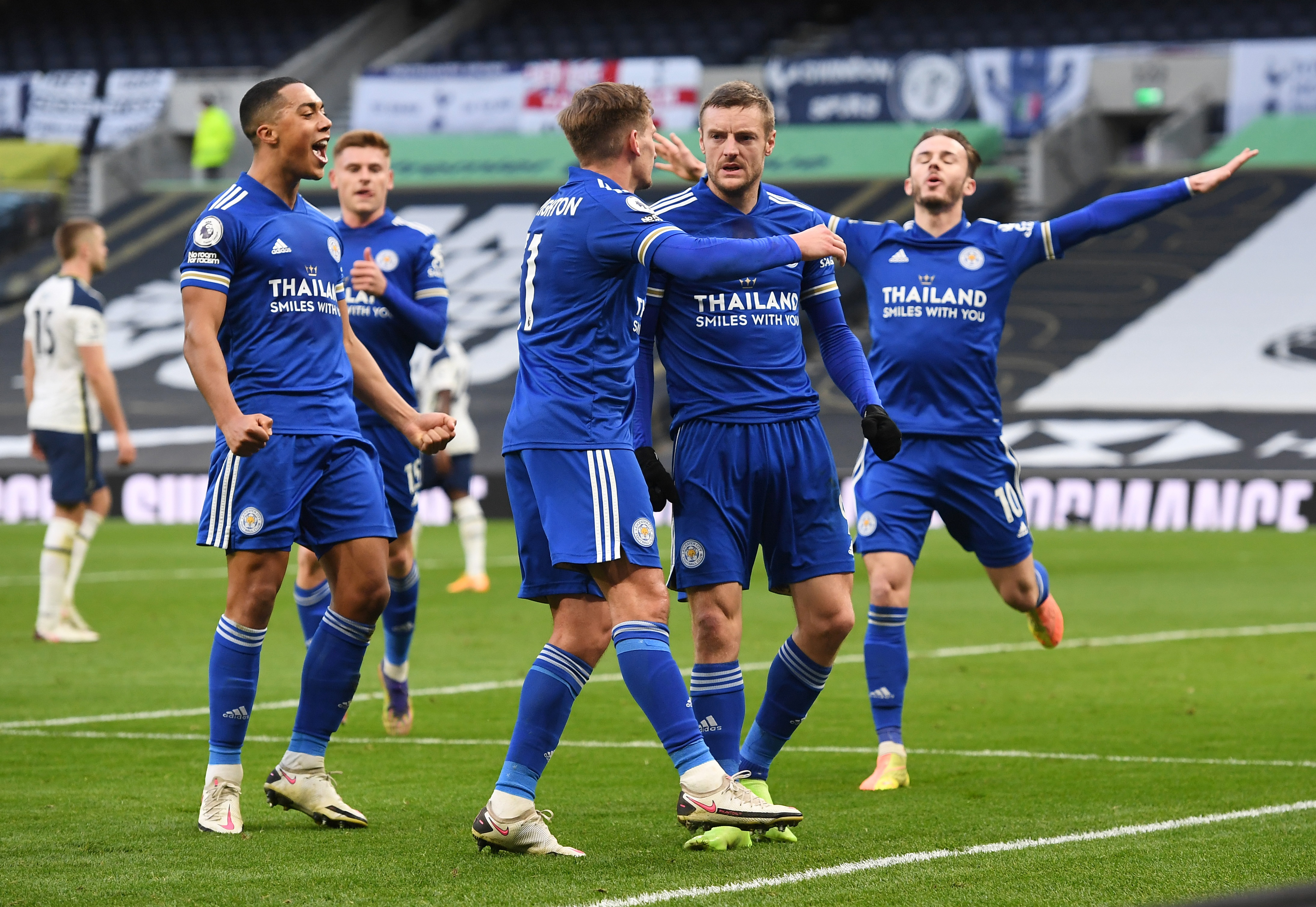 Leicester City's Jamie Vardy celebrates scoring their first goal with teammates. Photo: Reuters