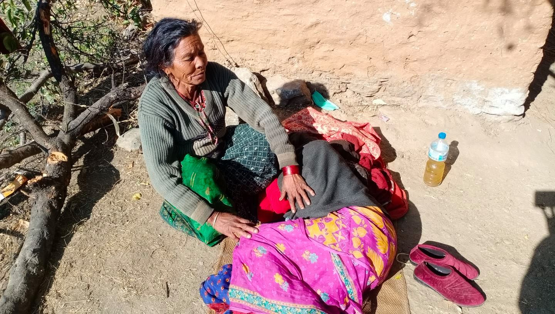 Lulakshi is seen consoling her ailing sister on Thursday, December 30, 2020. Photo: Prakash Singh/THT