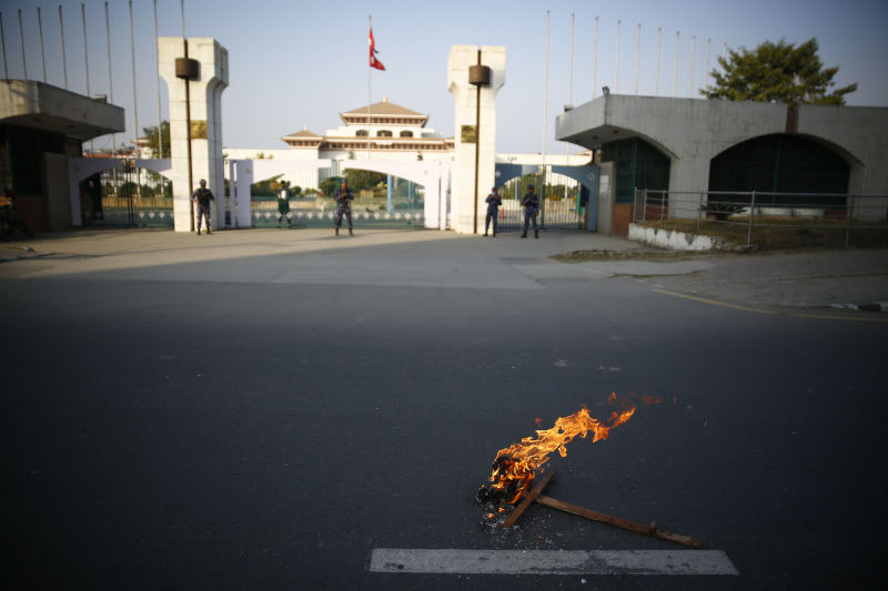 Protesters of Student Union, affiliated to the Nepali Congress burn an effigy of Prime Minister KP Sharma Oli against the move of the Prime Minister to dissolve the parliament, outside the Federal Parliament in Kathmandu, Nepal on Sunday, December 20, 2020.  Photo: Skanda Gautam/ THT