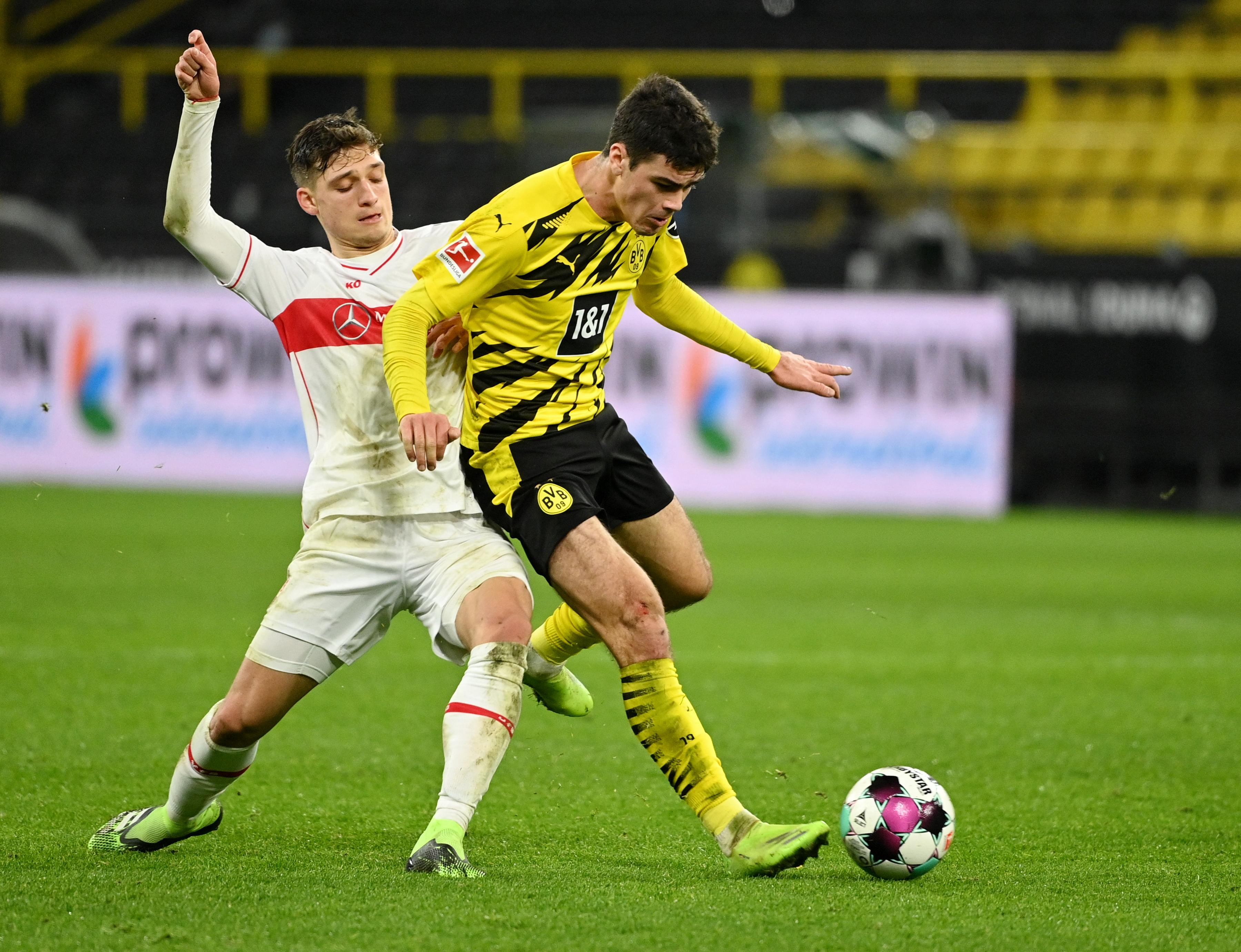 Borussia Dortmund's Giovanni Reyna in action with VfB Stuttgart's Mateo Klimowicz. Photo: Reuters