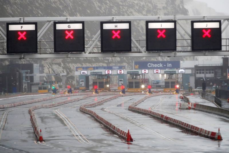 General view of a  closed road at an entrance to the Port of Dover at the port as EU countries impose a travel ban from the UK following the coronavirus disease (COVID-19) outbreak, in Dover, Britain, December 21, 2020. Photo: Reuters