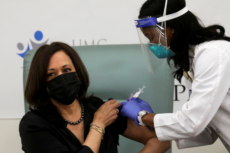 US Vice President-elect Kamala Harris receives a dose of the Moderna COVID-19 vaccine at United Medical Center in Washington, US, on December 29, 2020. Photo: Reuters
