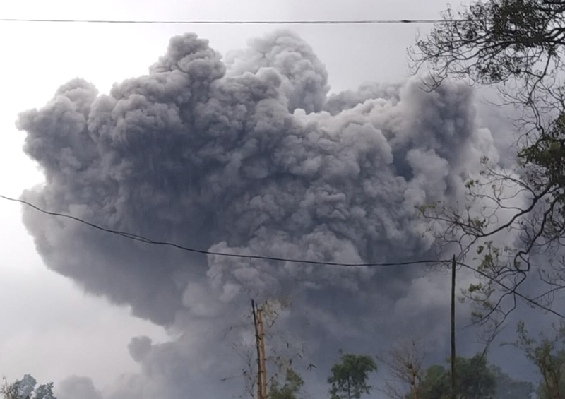 In this photo released by Indonesia's National Disaster Mitigation Agency (BNPB) Mount Semeru spews volcanic material during an eruption in Lumajang, East Java, Indonesia, Saturday, Jan. 16, 2021. The highest volcano on Indonesia's most densely populated island of Java, spewed hot clouds as far away as 4.5 kilometers (nearly 3 miles) on Saturday. Photo: National Disaster Mitigation Agency via AP