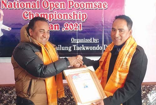 Parbati Gurung (right) honoured after winning gold medal in the first Sailung Virtual Taekwondo National Poomsae Tournament on Friday, January 8, 2021. Photo: THT