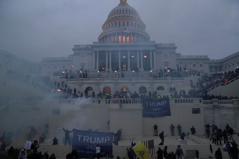 Police officers stand guard as supporters of US President Donald Trump gather in front of the US Capitol Building in Washington, US, January 6, 2021. Photo: Reuters