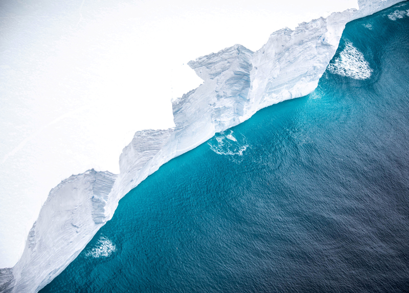 A view of the A-68A iceberg from a Royal Air Force reconnaissance plane near South George island, November 18, 2020. Photo: UK Ministry of Defence/Handout via REUTERS/File
