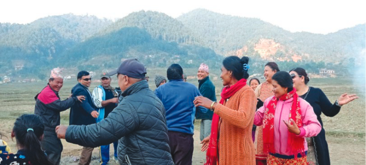 Visitors revelling at the emerging tourist hub of Panchdhare, in Tanahun, on Saturday.nPhoto: THT